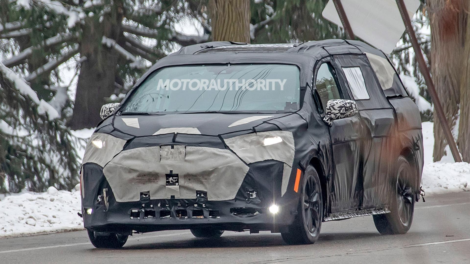 2021 Toyota Sienna spy shots - Photo credit: S. Baldauf/SB-Medien