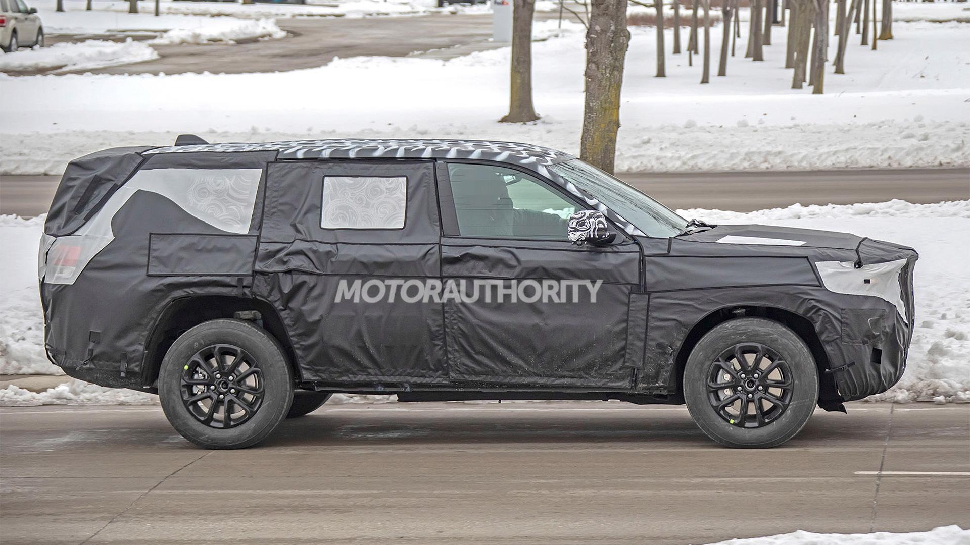 2021 Jeep Grand Cherokee-based 3-row SUV spy shots - Photo credit: S. Baldauf/SB-Medien