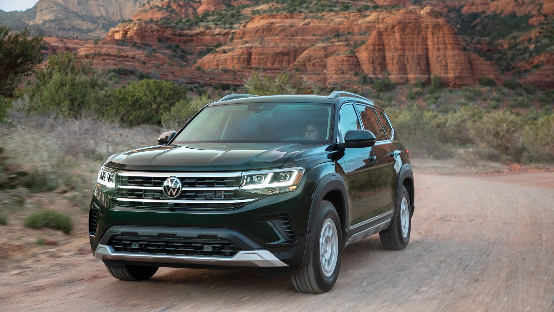 2021 Volkswagen Atlas fitted with Basecamp accessories