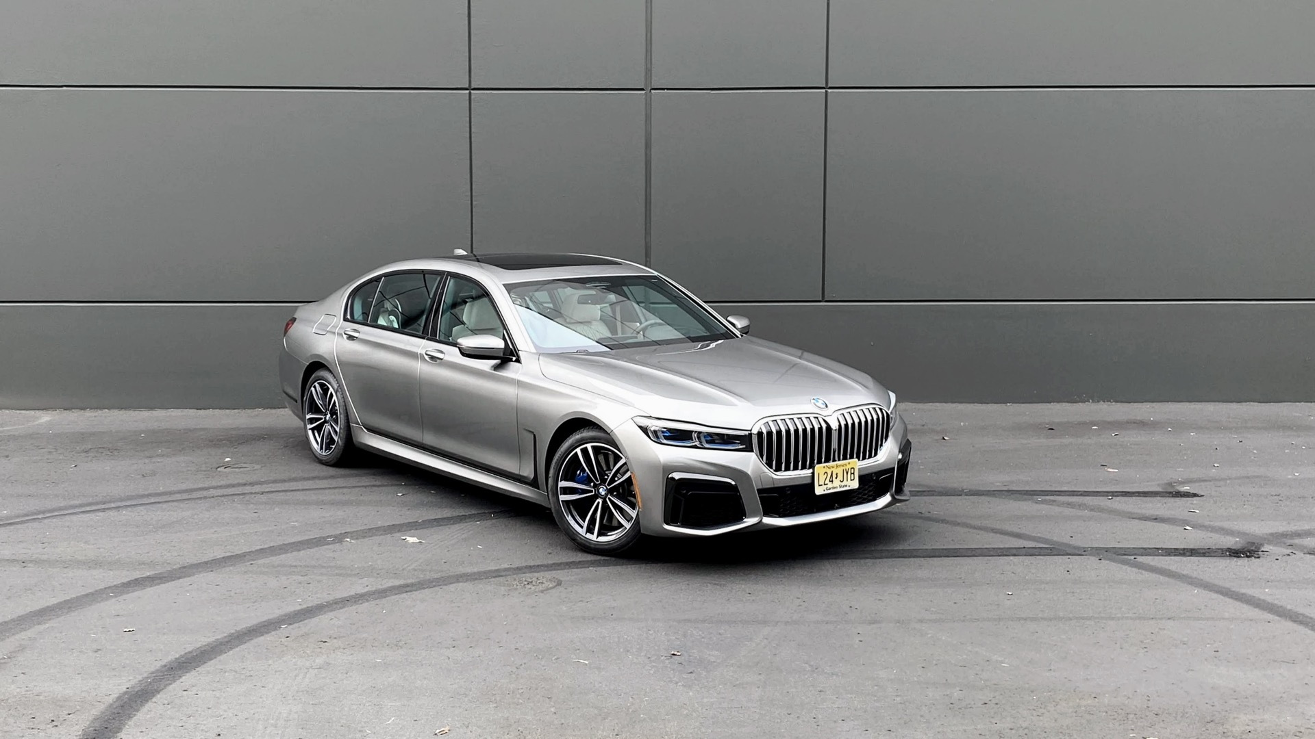 2020 BMW 745e xDrive  -  drive review