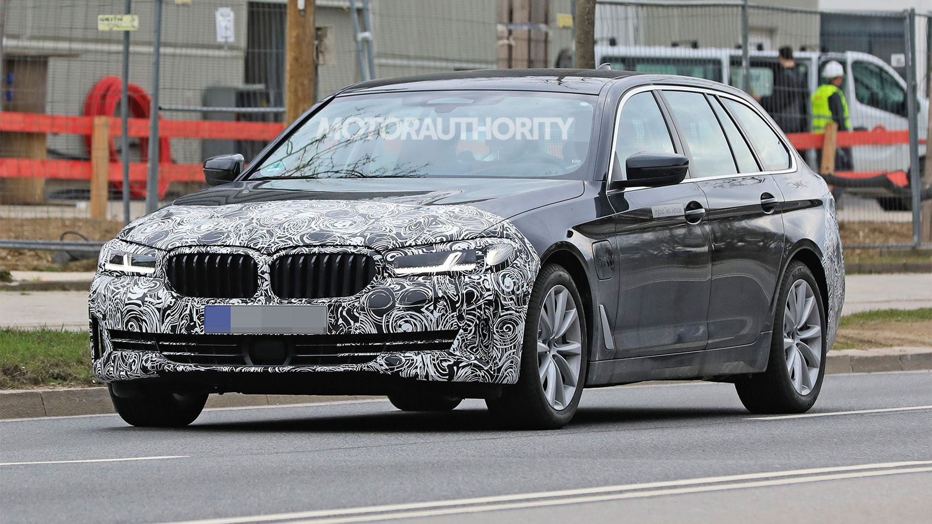 2021 BMW 5-Series Touring facelift spy shots - Photo credit: S. Baldauf/SB-Medien