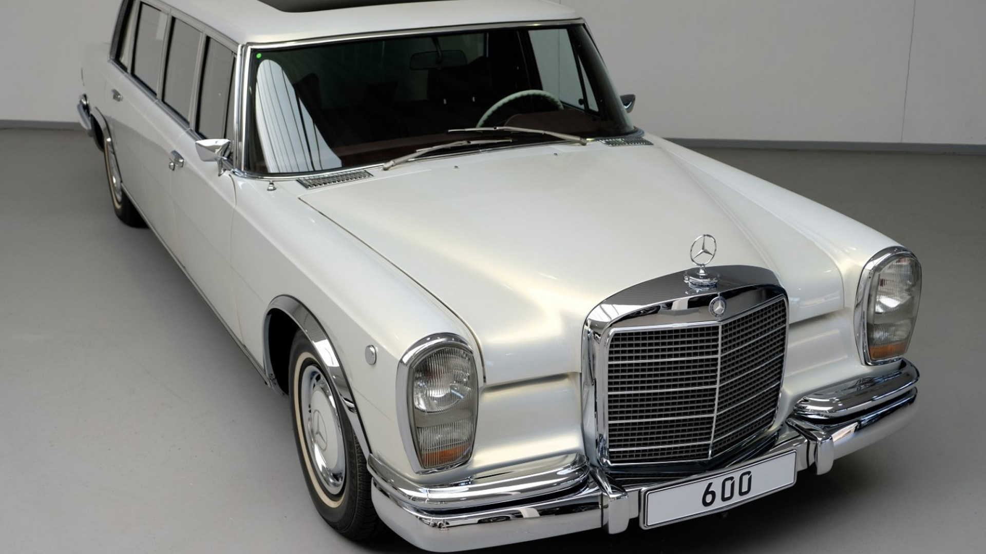 1975 Mercedes-Benz 600 Pullman Maybach restomod - Photo credit: Auto Leitner