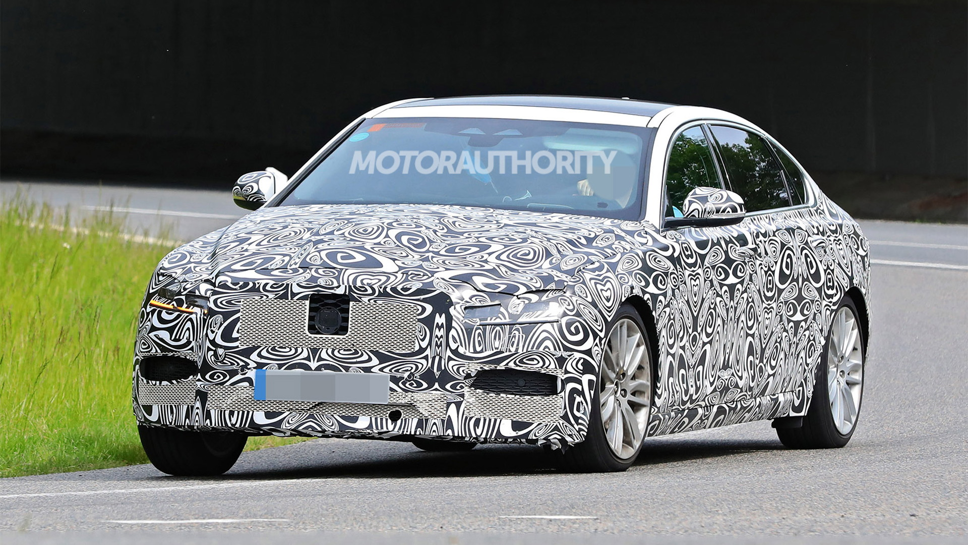 2021 Jaguar XFL facelift spy shots - Photo credit: S. Baldauf/SB-Medien
