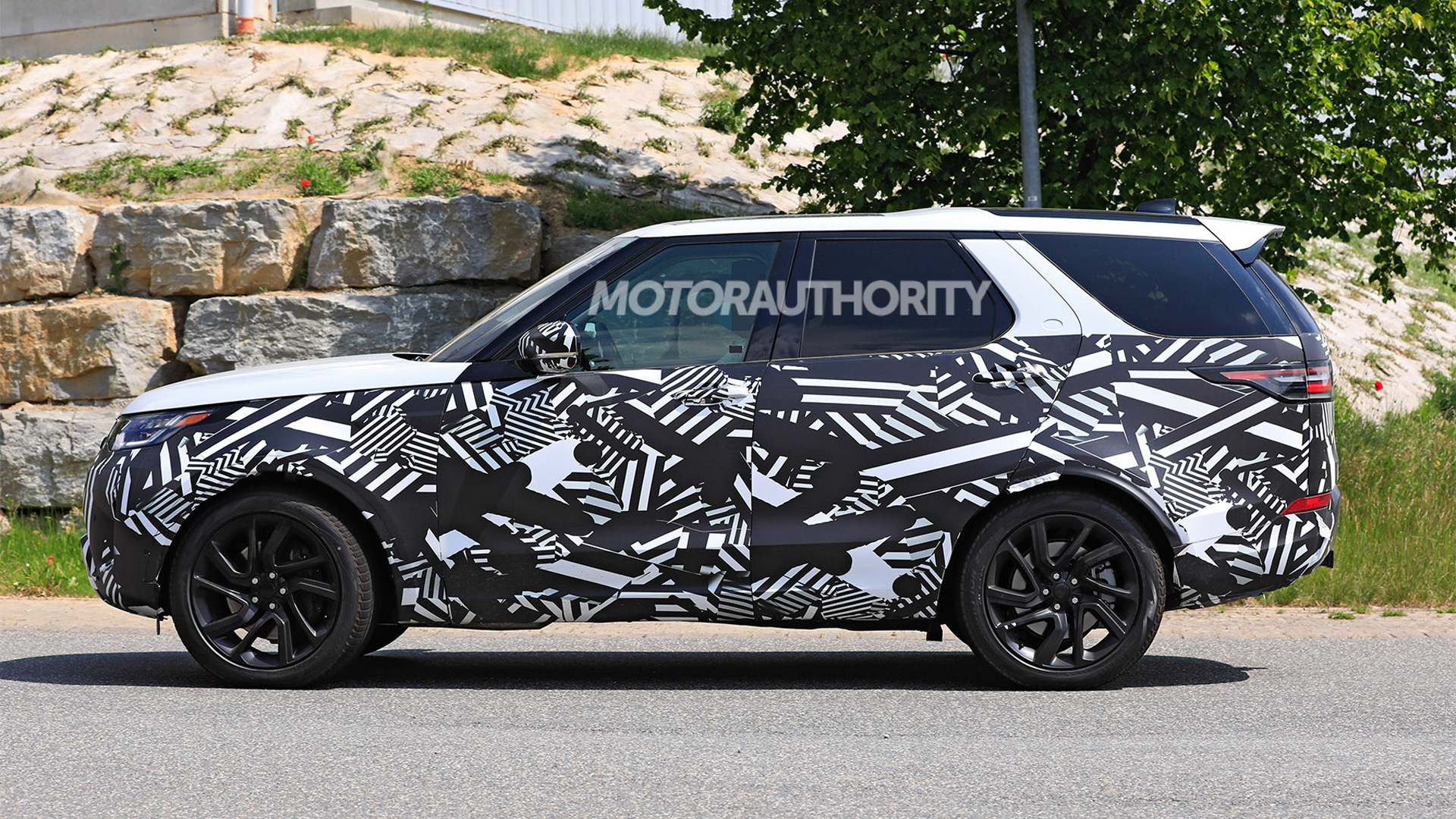 2021 Land Rover Discovery facelift spy shots - Photo credit: S. Baldauf/SB-Medien