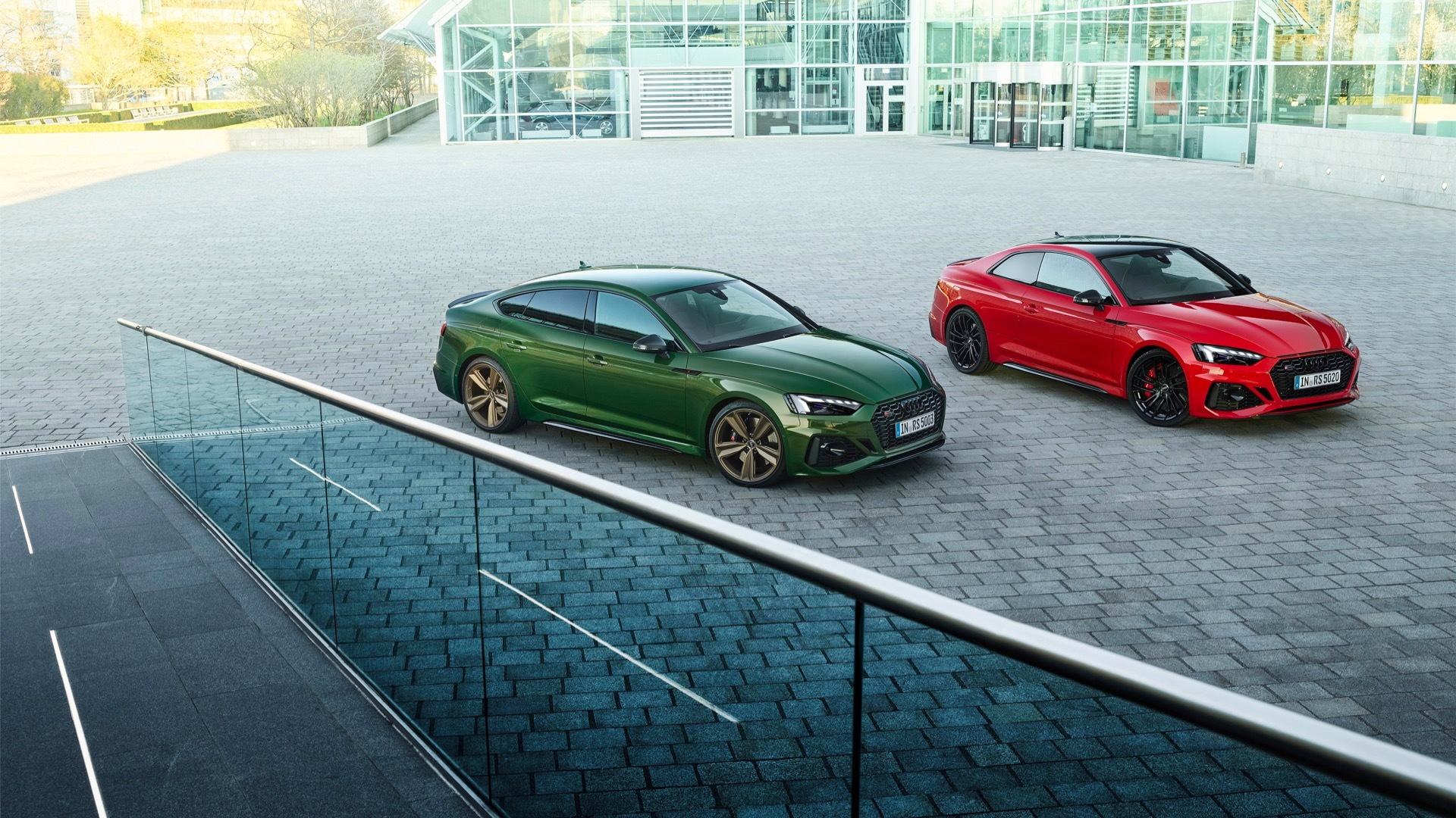 Audi RS 5 Sportback (left) and RS 5 coupe (right)