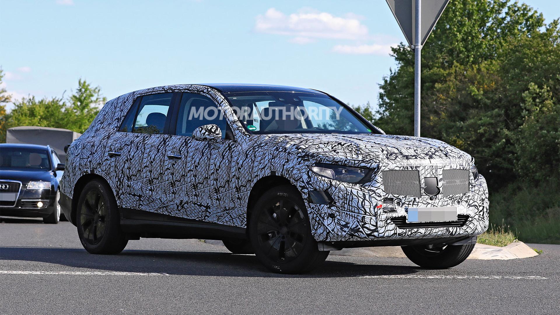 2023 Mercedes-Benz GLC spy shots - Photo credit:S. Baldauf/SB-Medien