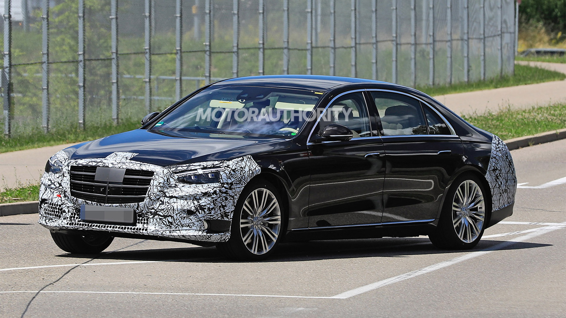2021 Mercedes-Benz S-Class spy shots - Photo credit:S. Baldauf/SB-Medien
