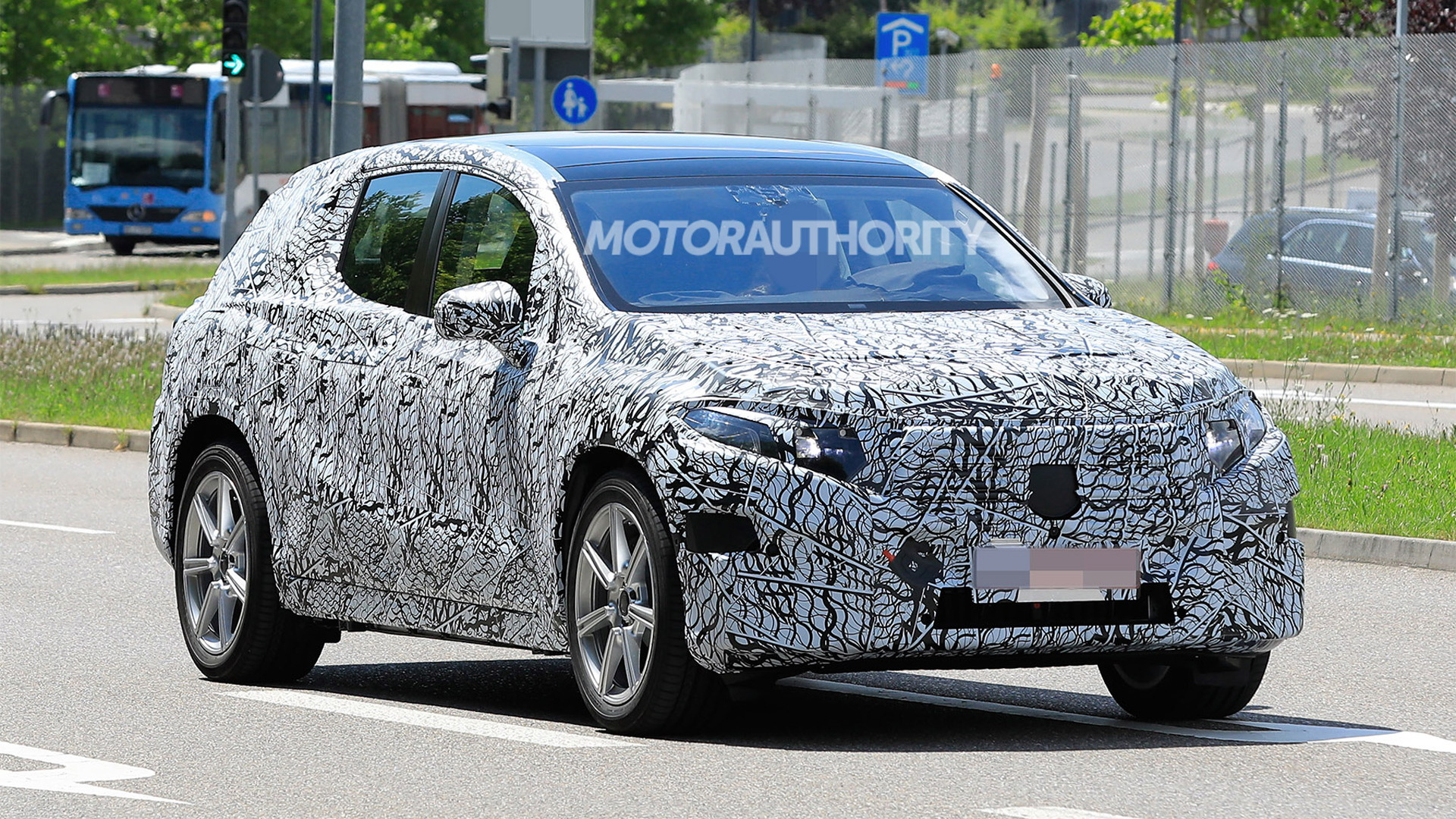 2022 Mercedes-Benz EQE SUV spy shots - Photo credit:S. Baldauf/SB-Medien