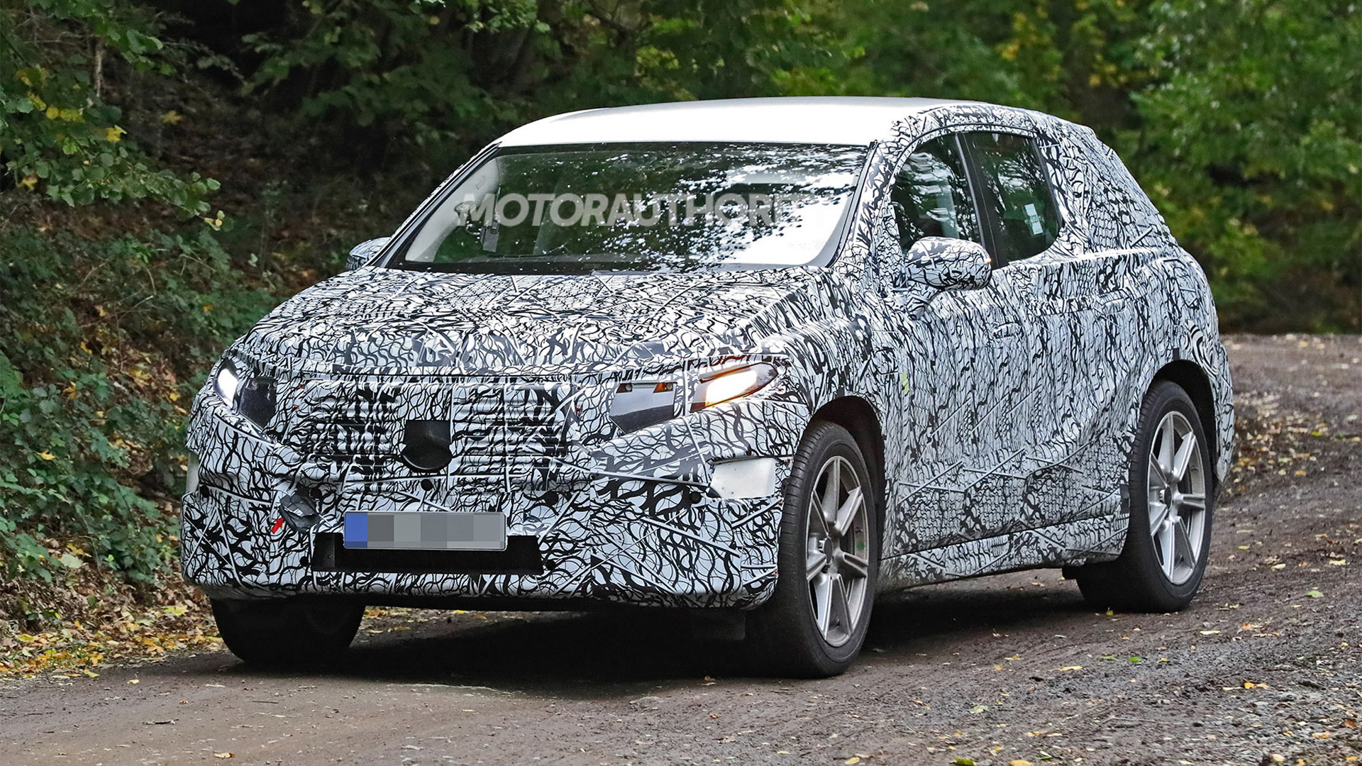 2023 Mercedes-Benz EQS SUV spy shots - Photo credit: S. Baldauf/SB-Medien