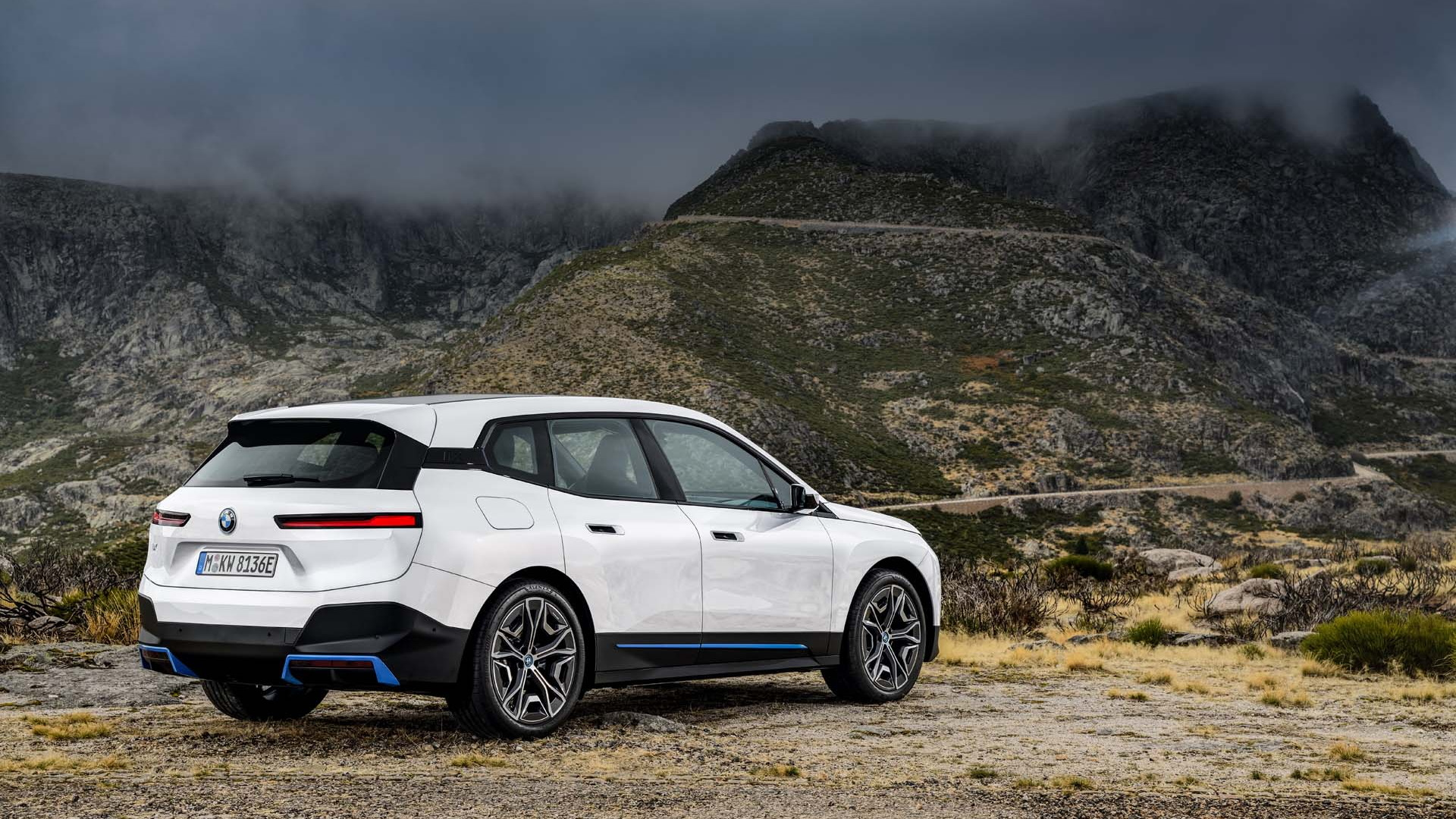 2022 BMW iX xDrive50 (Euro spec)