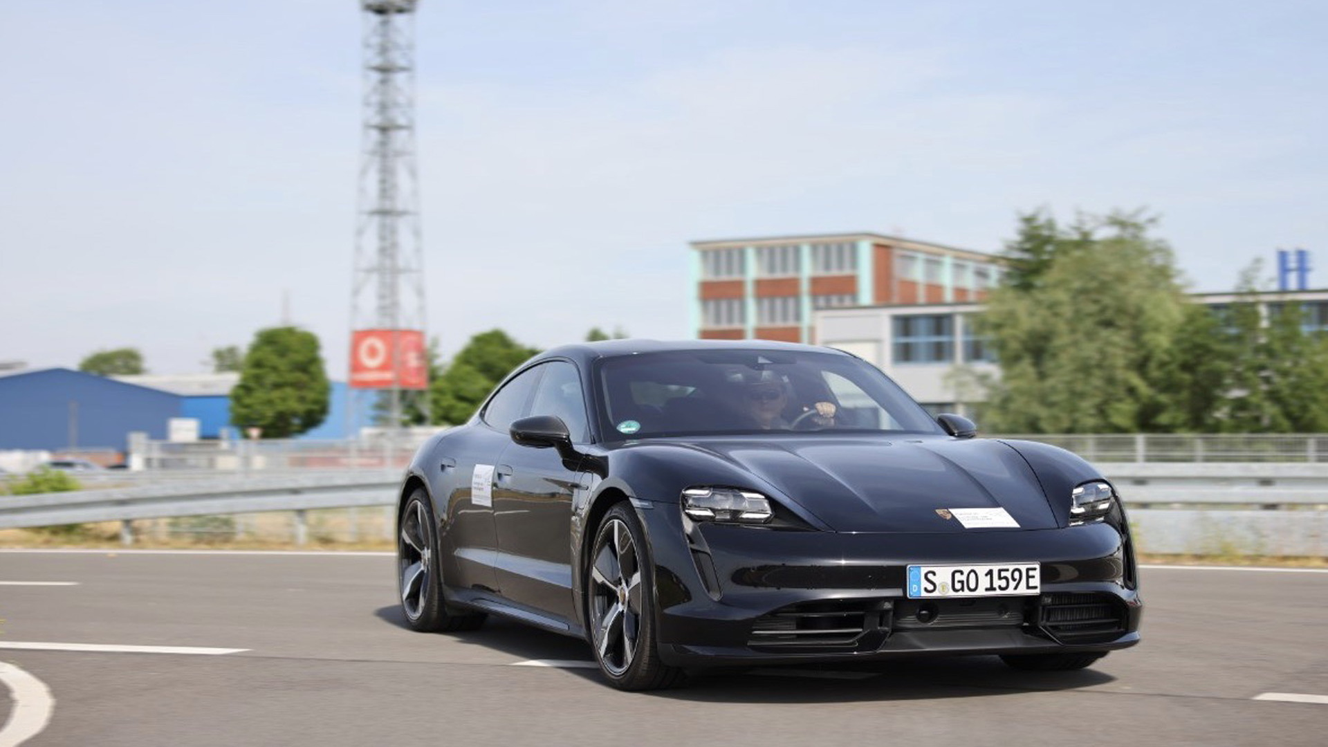 Porsche, HERE and Vodafone test cloud-based real-time warning system