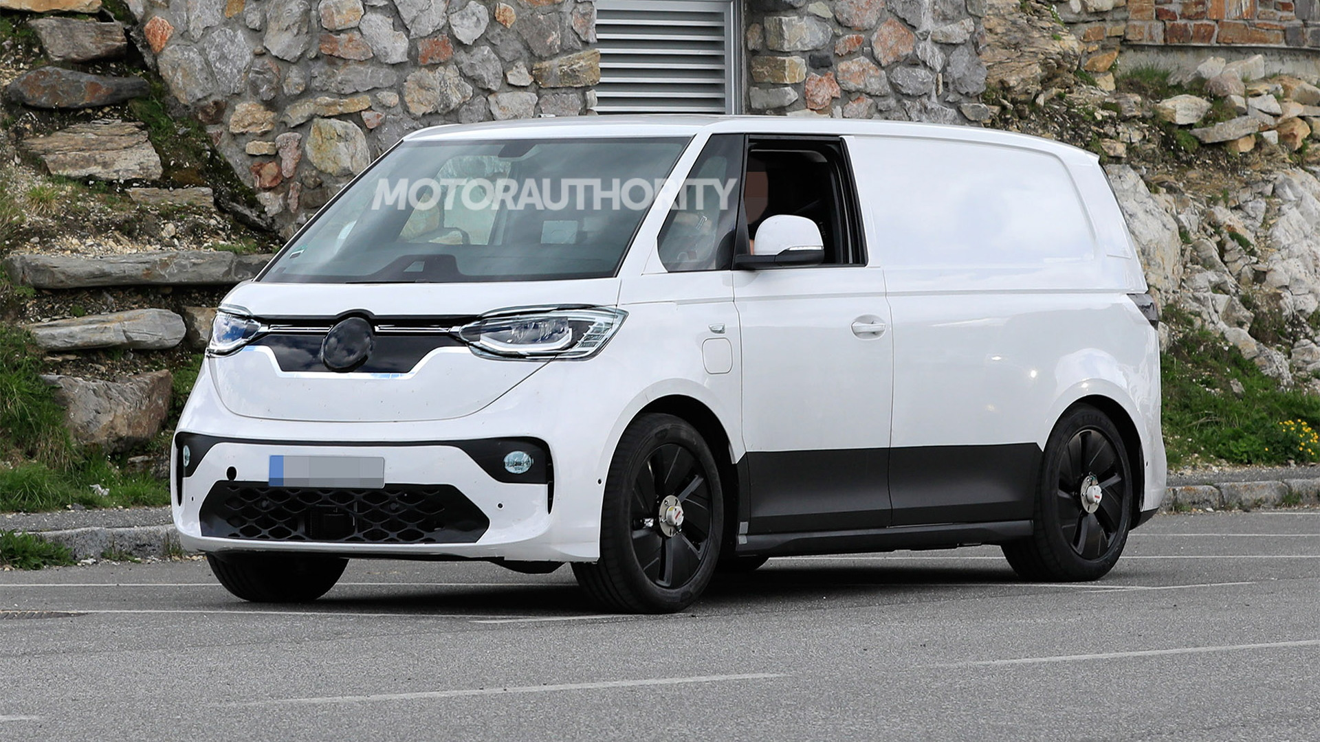 2024 Volkswagen ID Buzz production model spy shots - Photo credit:S. Baldauf/SB-Medien