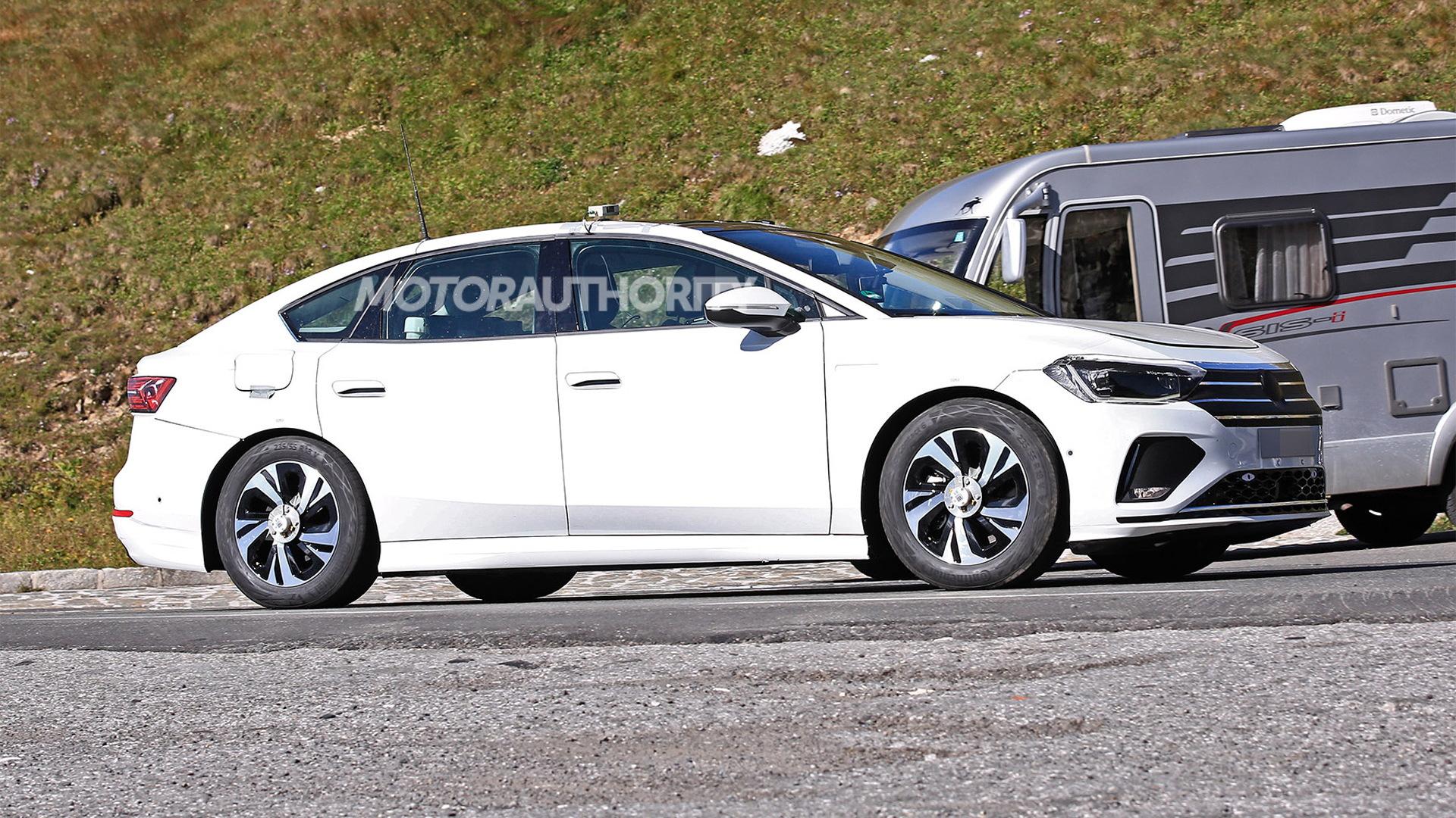 2024 Volkswagen ID.6 (Aero) spy shots - Photo credit: S. Baldauf/SB-Medien