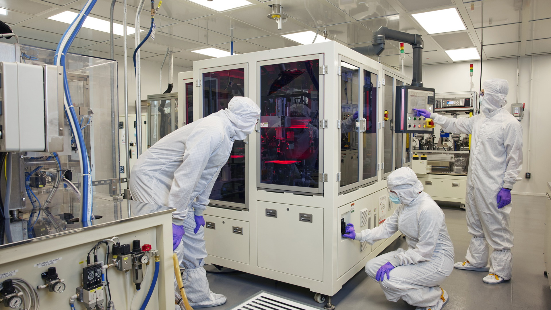 GM battery researchers