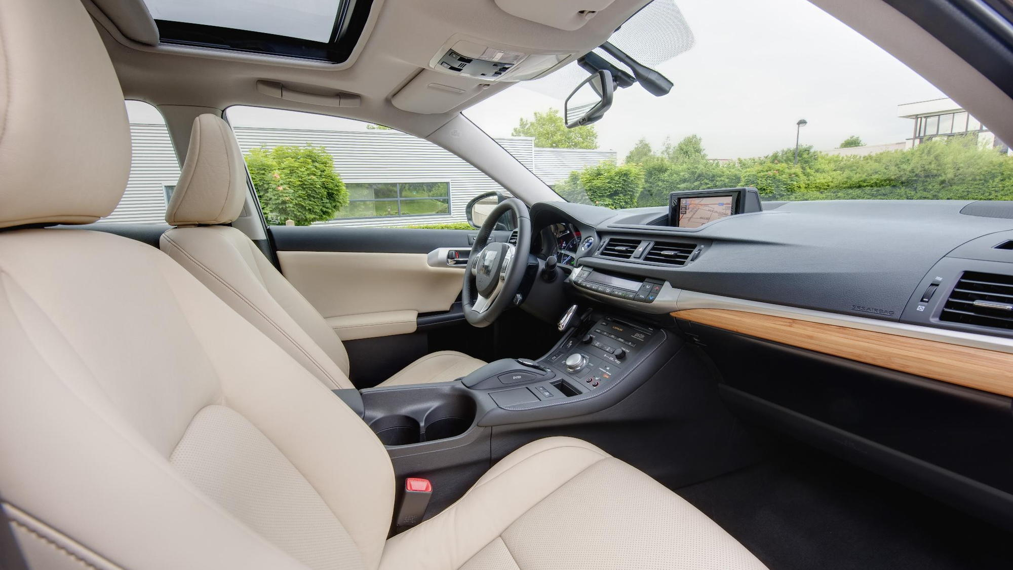Lexus CT 200h cabin (source: lexus)