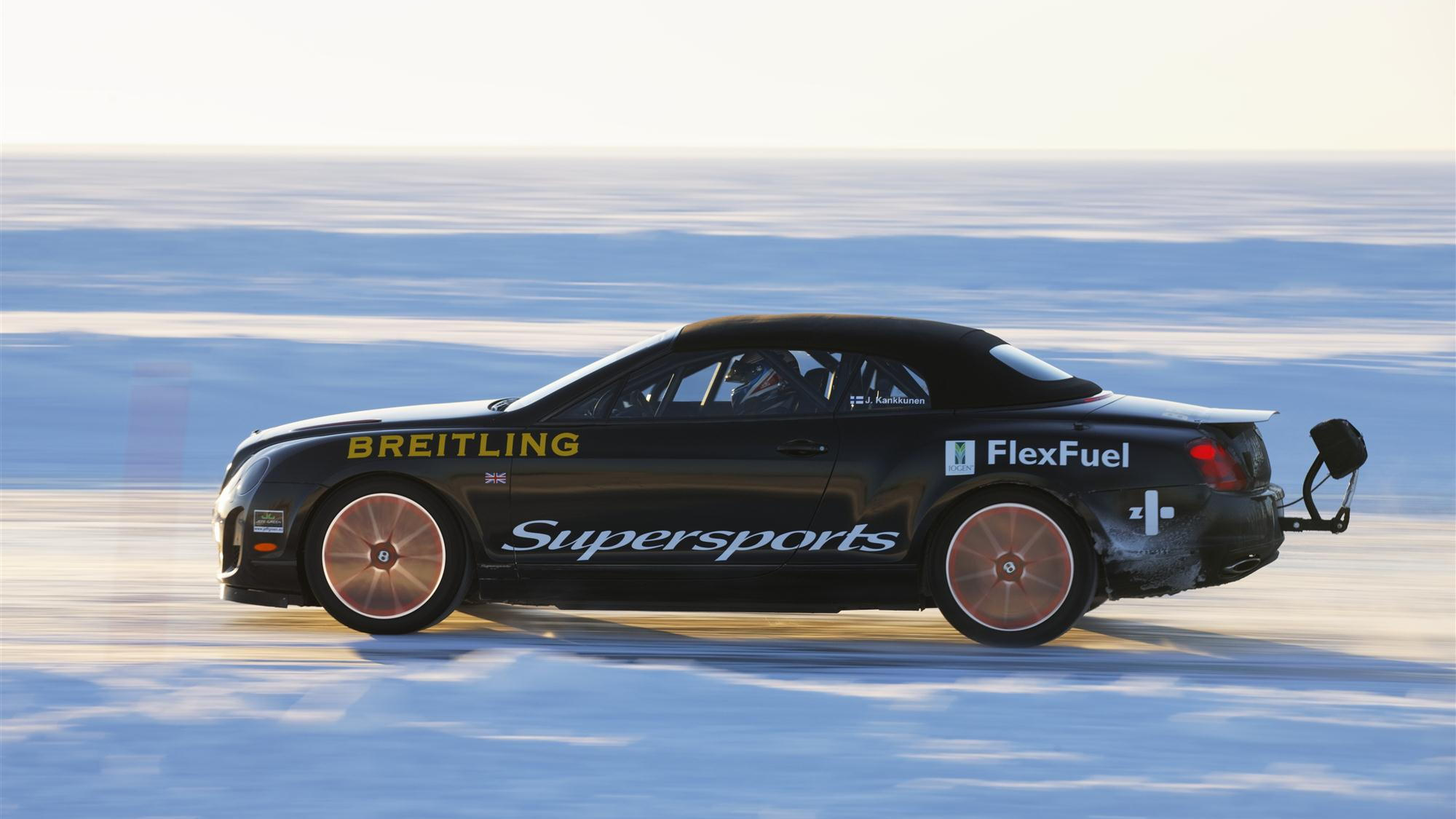 Bentley Continental Supersports sets ice speed record
