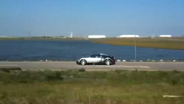 Bugatti Veyron crashes into lake