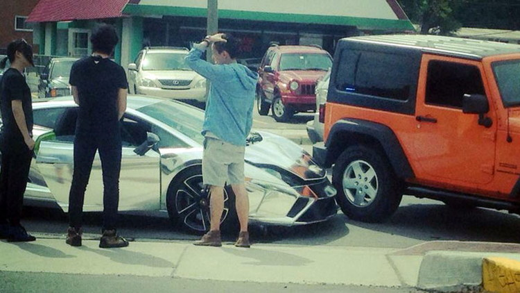 Chrome-wrapped Lamborghini Gallardo crashes into Jeep Wrangler in Detroit
