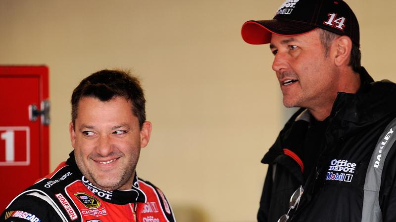 Stewart and Addington discuss strategy - NASCAR photo