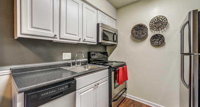 University Lake 42 Reviews Carrboro Nc Apartments For Rent