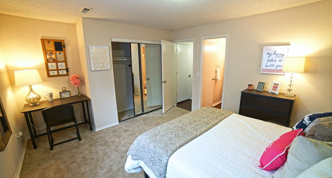 the rockland - 229 reviews   lawrence, ks apartments for