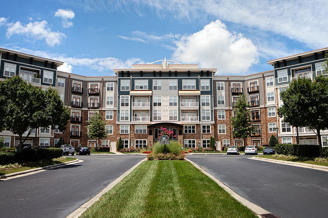 Condos After Dark Weston Place >> Weston Lakeside Apartments 205 Reviews Cary Nc Apartments For