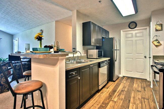 Veranda knolls 105 reviews norcross ga apartments for - One bedroom apartments in bixby knolls ...